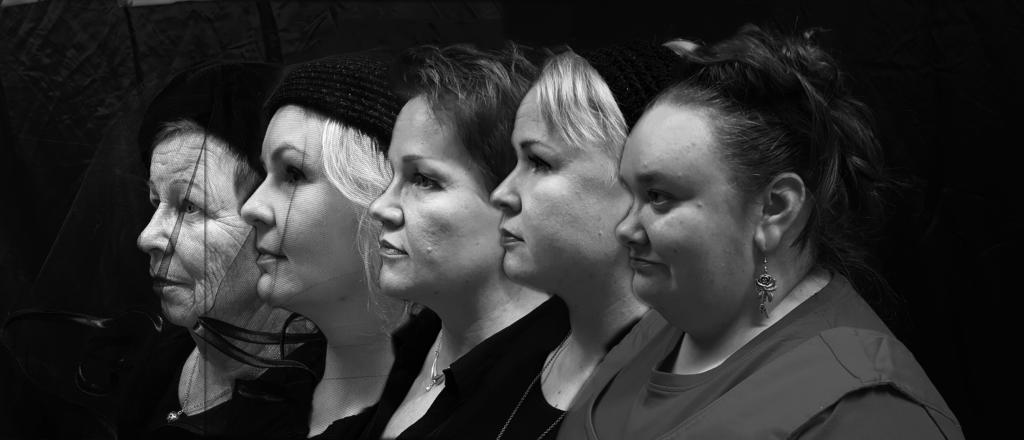 Viisi naista kappelissa